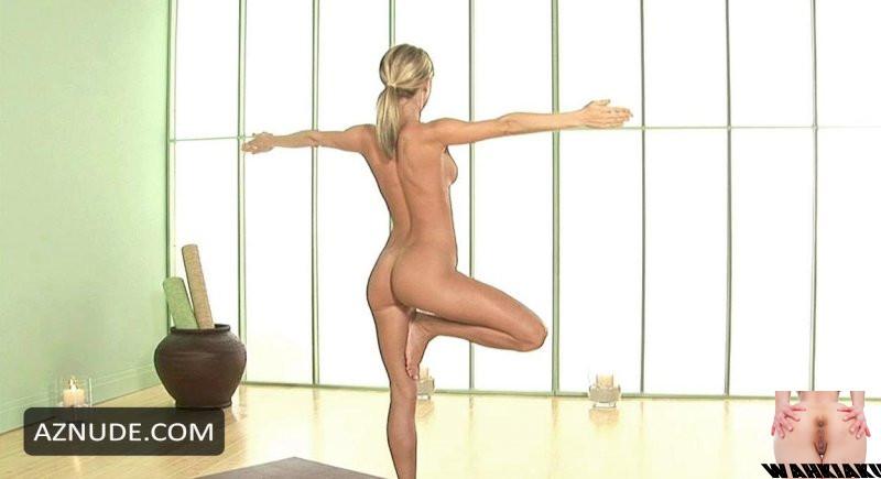 Nude Yoga Sara